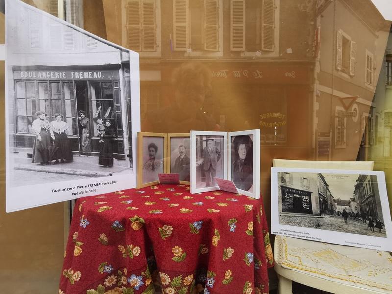 vitrines de chateauneuf sur cher années 1900